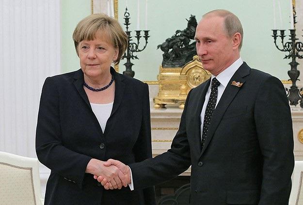 """""""Rusiya konstruktiv tərəfdaşdır"""" – Merkel Moskvada Putinlə görüşdü"""