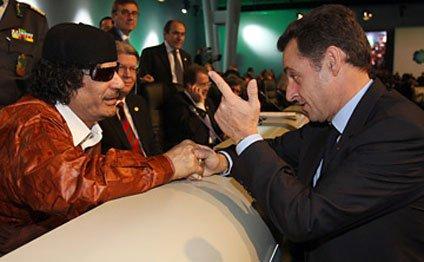 sarkoz-qeddafi-2.jpg