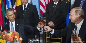epa04955286 A handout picture provided by the United Nations (UN) on 29 September 2015 shows US President Barack Obama (L) and his Russian counterpart Vladimir Putin (R) sharing a toast at a luncheon hosted by UN Secretary-General Ban Ki-moon (not pictured) in honor of world leaders attending the general debate of the General Assembly, in New York, New York, USA, 28 September 2015.  EPA/UNITED NATIONS/AMANDA VOISARD ALTERNATIVE CROP HANDOUT EDITORIAL USE ONLY/NO SALES