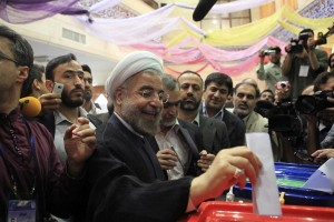 Presidential candidate Hassan Rohani casts his ballot during the Iranian presidential election in Tehran June 14, 2013. Millions of Iranians voted to choose a new president on Friday, urged by Supreme Leader Ayatollah Ali Khamenei to turn out in force to discredit suggestions by arch foe the United States that the election would be unfair. REUTERS/Yalda Moayeri (IRAN - Tags: POLITICS ELECTIONS) ORG XMIT: CJF14