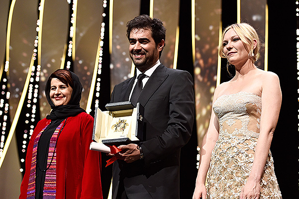 CANNES, FRANCE - MAY 22:  Jury members Katayoon Shahabi (L) and Kirsten Dunst (R) pose with the winner for best actor Shahab Hosseini for the movie 'The Salesman' at the closing ceremony of the annual 69th Cannes Film Festival at Palais des Festivals on May 22, 2016 in Cannes, France.  (Photo by Pascal Le Segretain/Getty Images)