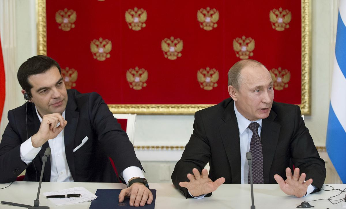 Russian President Vladimir Putin (R) and Greek Prime Minister Alexis Tsipras attend a news conference at the Kremlin in Moscow, April 8, 2015. REUTERS/Alexander Zemlianichenko