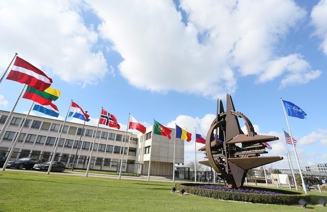 Gerasimov Bakıda NATO-nun Avropadakı Birləşmiş Hərbi Qüvvələrinin baş komandanı Kertis Skaparotti ile ilgili görsel sonucu