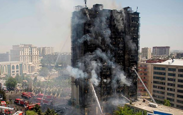 Binəqədidəki binanın yanması ile ilgili görsel sonucu