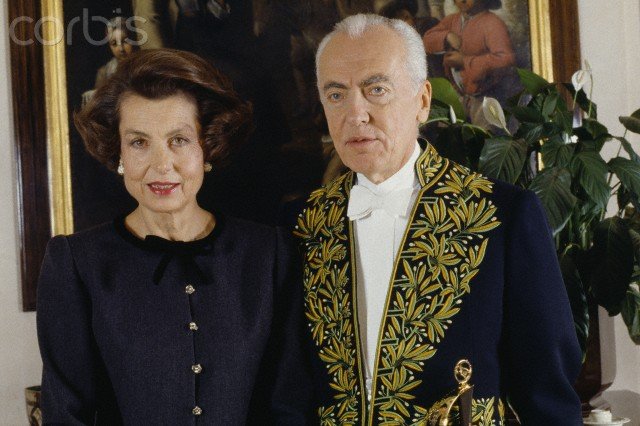 21 Nov 1988, Neuilly-sur-Seine, France --- French L'Oreal heiress, socialite, businesswoman and philanthropist Liliane Bettencourt and her husband politician and Academic Andre Bettencourt at home. Andre Bettencourt is elected member of the Fine Arts Academy on March 23, 1988 at the seat of Michel Fare. --- Image by © James Andanson/Sygma/Corbis