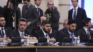 Mohammad Alloush (C), the head of the Syrian opposition delegation, attends Syria peace talks in Astana, Kazakhstan January 23, 2017. REUTERS/Mukhtar Kholdorbekov - RTSWWYO