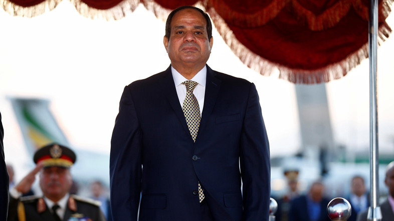 Egypt's President Abdel Fattah al-Sisi is received on his arrival at the Bole International Airport ahead of the 28th Ordinary Session of the Assembly of the Heads of State and the Government of the African Union in Ethiopia's capital Addis Ababa, January 29, 2017. REUTERS/Tiksa Negeri - RTSXXIN