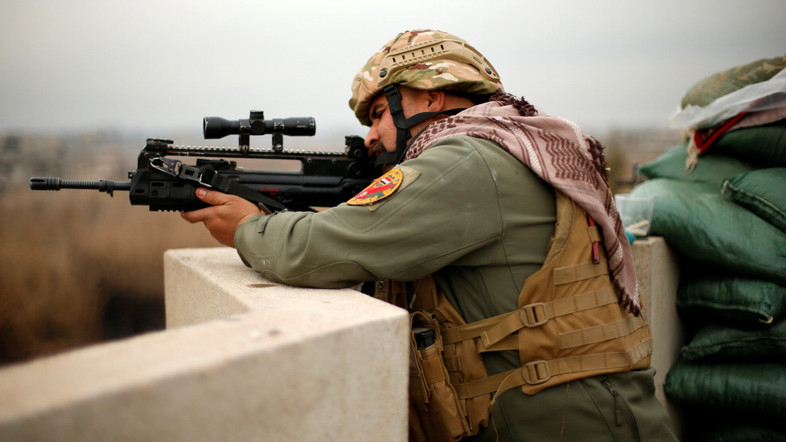 A member of Iraqi rapid response forces fires during a battle with Islamic State militants at Tigirs river frontline between east and west of Mosul , Iraq, January 25, 2017. REUTERS/Ahmed Tigris