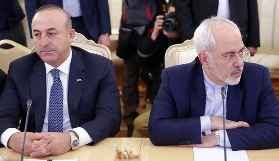 Foreign ministers, Mevlut Cavusoglu (2nd L) of Turkey and Mohammad Javad Zarif (R) of Iran, attend a meeting in Moscow, Russia, December 20, 2016. REUTERS/Maxim Shemetov - RTX2VUBT