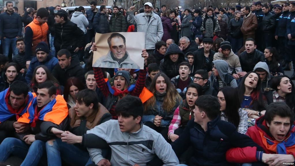 A protest sit-in in memory of Artur Sargsyan who supplied food to the members of 'Sasna Tsrer' group took place on in Yerevan