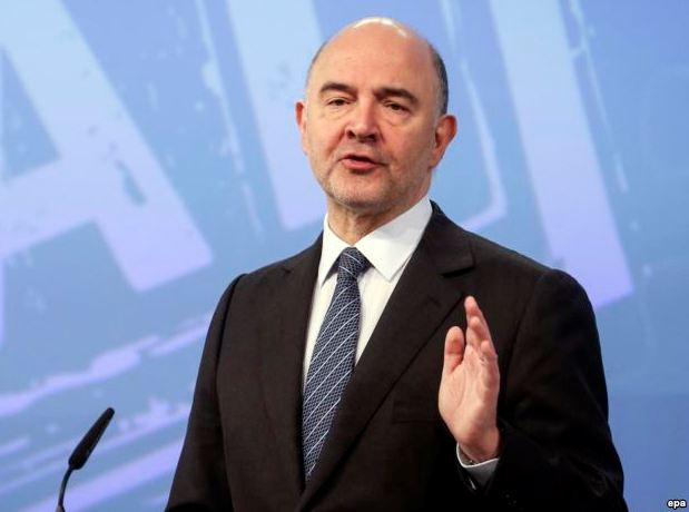 epa05247381 European Commissioner in Charge of Economic and Financial Affairs Pierre Moscovici gives a press conference on VAT Action Plan and the so-called Panama Papers leak in Brussels, Belgium, 07 April 2016. The Commission presented measures to liberalise VAT legislation and give back member states more autonomy over their VAT taxation legislation.  EPA/OLIVIER HOSLET