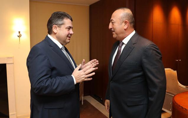 Berlin Turizm Fuarı'na katılmak üzere kente gelen Dışişleri Bakanı Mevlüt Çavuşoğlu, Almanya Dışişleri Bakanı Sigmar Gabriel ile görüştü. ( Cem Özdel - Anadolu Ajansı )