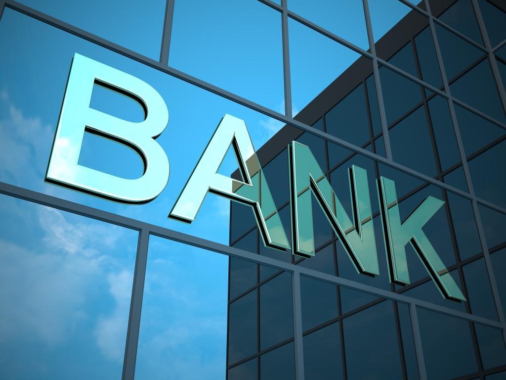 Bu bankların əmlakları hərraca çıxarılır: