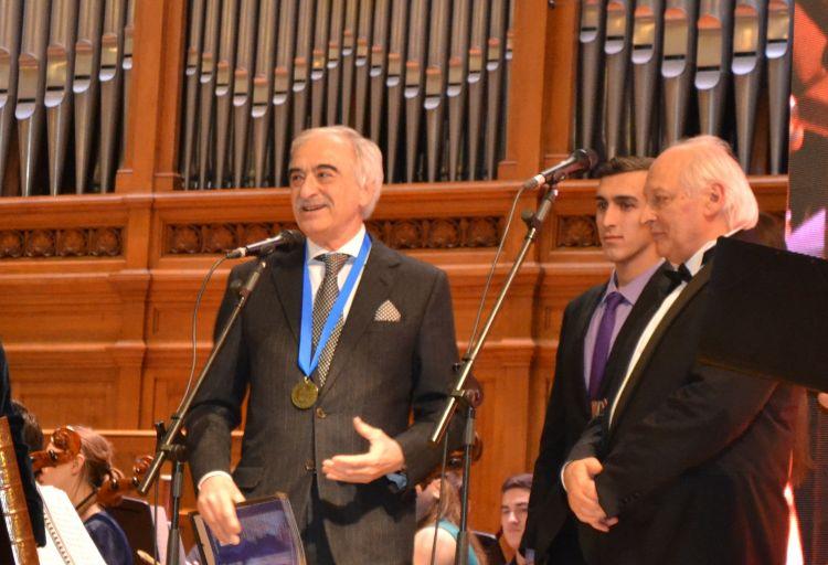 Polad Bülbüloğluna medal verildi –Rusiyada + FOTO