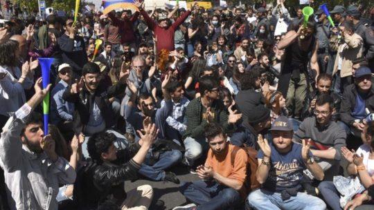 """""""Erməni baharı"""" Sarkisyan rejimini çökdürəcəkmi? –"""