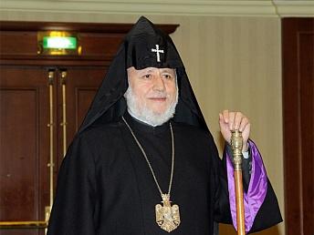 Paşinyançılar Katolikosun istefasını tələb edir –