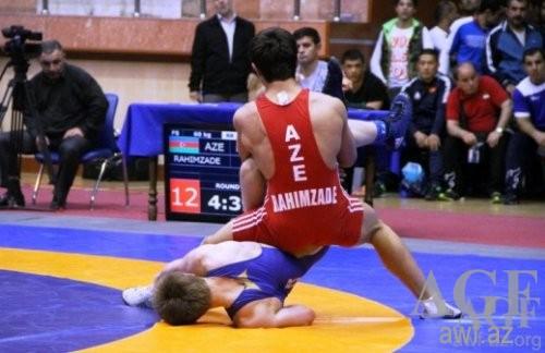 Azərbaycan güləşçisi dünya çempionatının finalına vəsiqə qazanıb