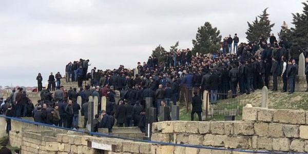 Aydın Xırdalanlı son mənzilə yola salınıb –FOTO