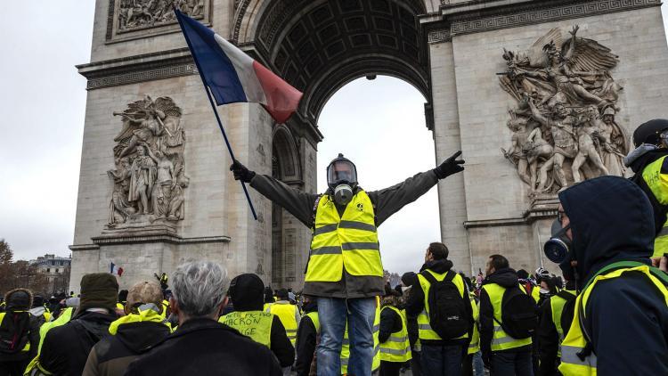 """Parisdə """"sarı jiletlilər""""in aksiyası keçirilir-"""
