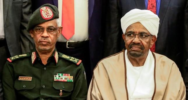 Generalların baharı: Onların siyasi səhnəyə kim çıxarır?