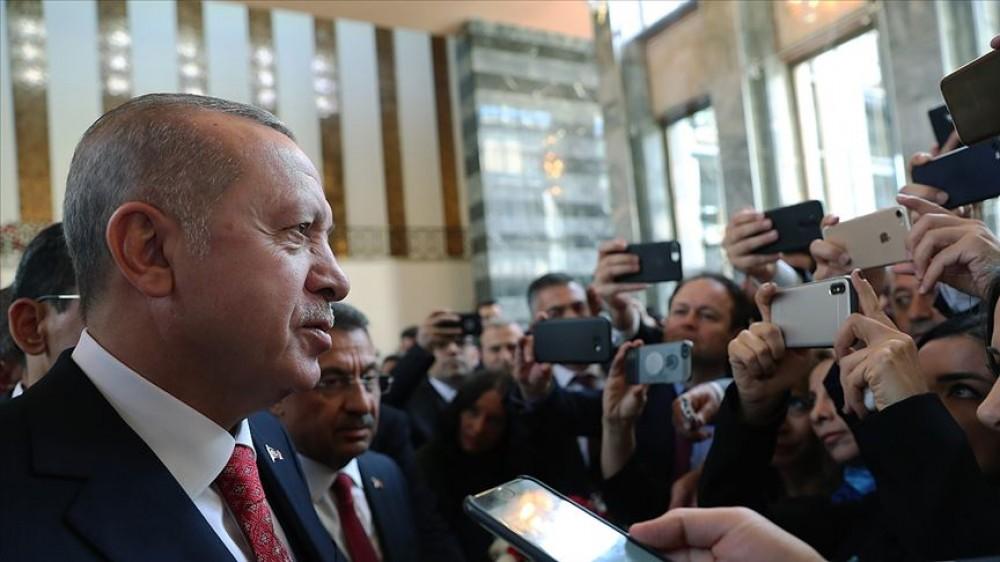 """Türkiyə parlamentində gərginlik- HDP-li deputatlar """"İstiqlal"""" marşını oxumadı, Ərdoğan iclası tərk etdi"""