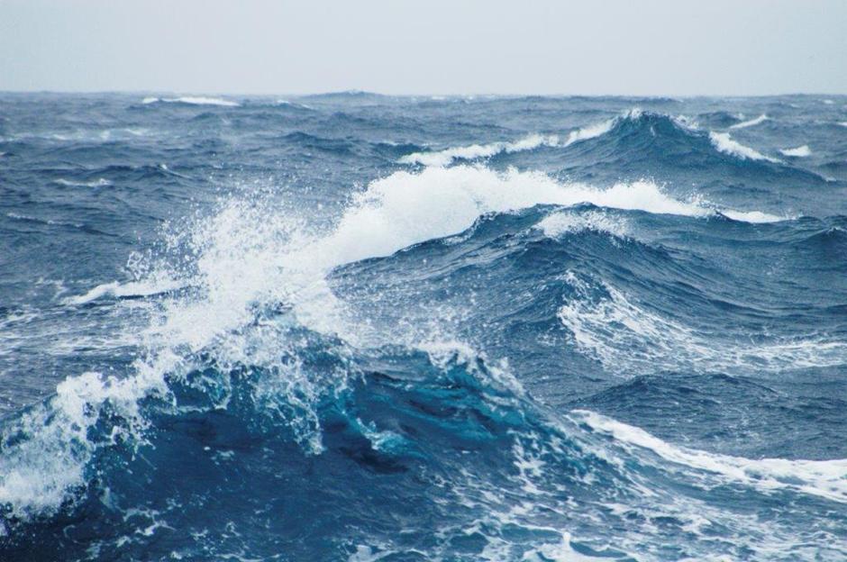 Neft Daşlarında dalğanın hündürlüyü 2.8 metrə çatıb-