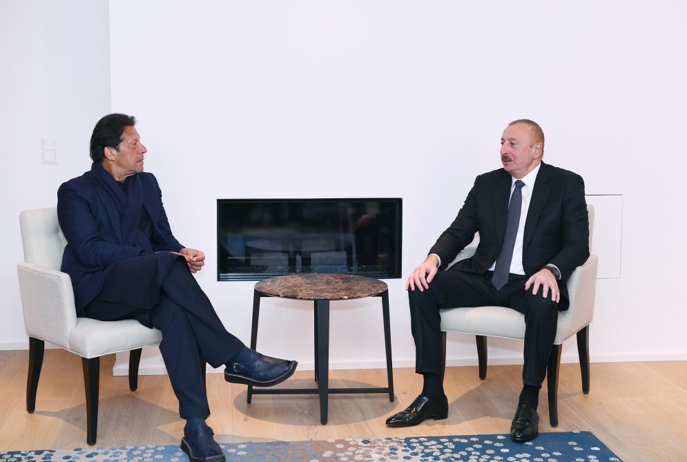 -Davosda Pakistanın Baş naziri ilə görüşdü