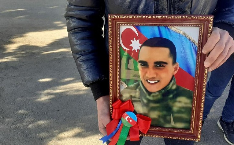 Uşaq evində böyüyən şəhid döyüşçü dəfn olundu –FOTO